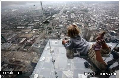 Балконы установлены на высоте 103-го этажа небоскреба, каждый из них может одновременно вмещать до 5 человек.