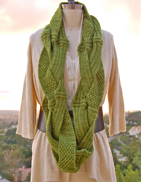 Beautiful scarf for women: Challah Infinity Scarf, knitting pattern