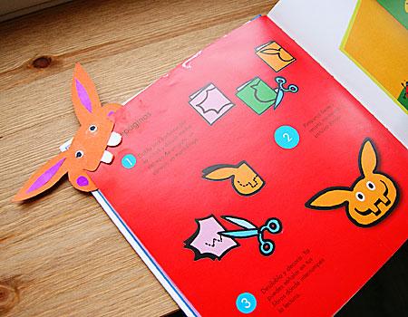 Яркие зубастые закладки для книг. такие можно сделать самим - потребуется плотный цветной картон, ножницы и клей.