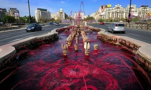 1272138676_blood_fountain_2 (599x357, 100Kb)