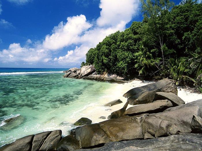 Pirate Cove, Moyenne Island, Seychelles (700x525, 165Kb)