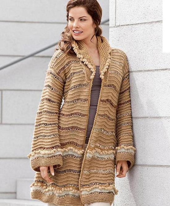 Пальто с бахромой вязаное спицами схема. palto.