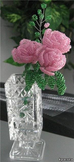 Роза из бисера в технике паралельного плетения.