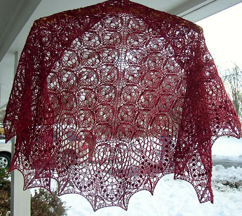язык русский) На создание этой шали автора вдохновили эстонские кружева, в особенности прекрасная шаль Элизабет...