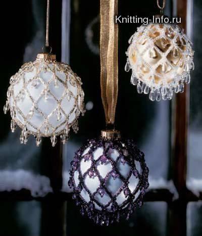 Вот как можно обычные ёлочные шарики с помощью бисера сделать нарядными и необычными:) Создаётся впечатление...