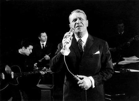 Первый публичный концерт состоялся в Свердловске в Доме офицеров 30 декабря 1943 года.  Потом было турне по Уралу.