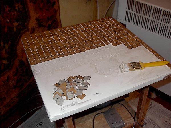 Столик для цветов линолеум, шпатлевка, водоэмульсионка(белая), акриловые краски(красная, ультрамари... - 5/3576489_IM003469 (600x450, 280Kb)