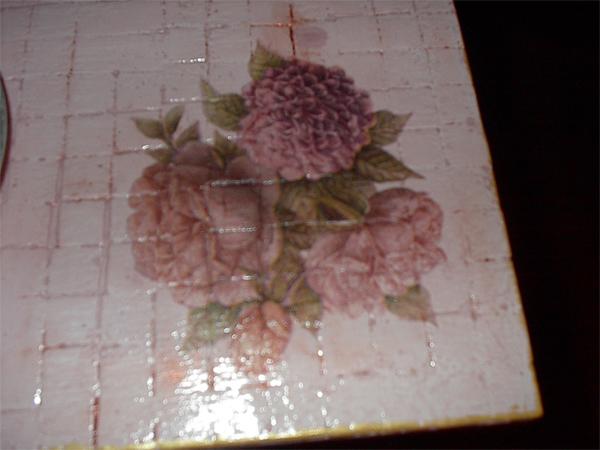 Следующий слой - она же, подкрашенная в нежно розовый цвет Дальше нет фотографий, но и так понятно... - 3/3576489_Stolik4 (600x450, 183Kb)
