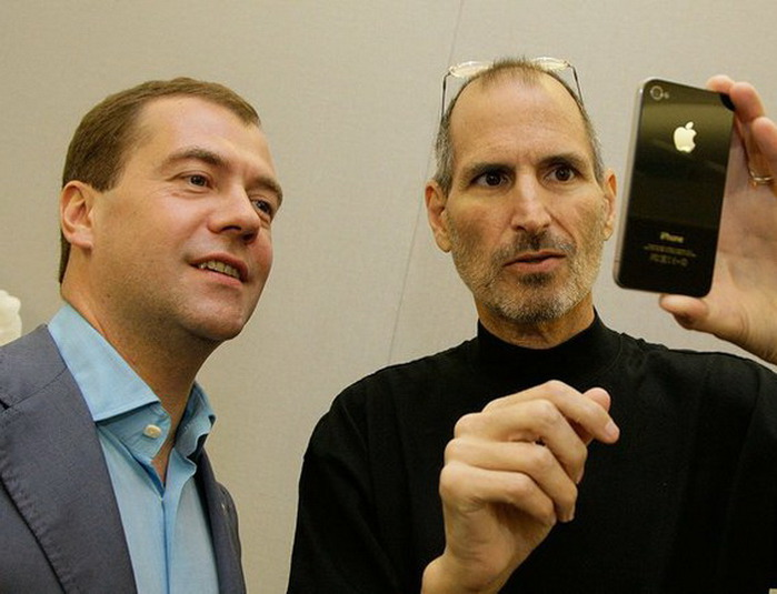 Medvedev_and_Steve_Jobs (700x535, 85Kb)