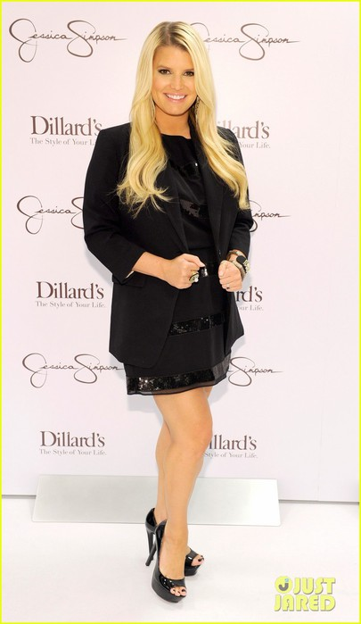 jessica-simpson-dillards-new-orleans-05 (405x700, 50Kb)