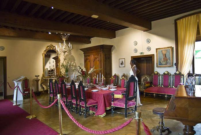 замок в Миланде (Chateau des Milandes). 34140