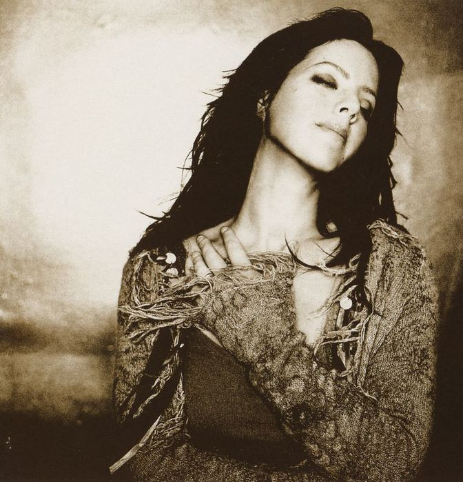 1827016_sarah_mclachlan_afterglow_2003 (672x700, 96Kb)
