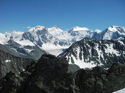 Гора Белуха с маршрута на Ак-каюк. (400x300, 47Kb)