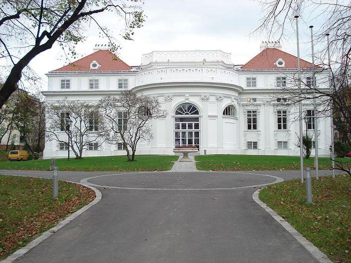 800px-Schönburg-Palais1 (700x525, 95Kb)