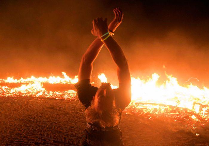 77989420_Professionalnuye_foto_s_festivalya_Burning_Man_2011_94 (700x489, 43Kb)