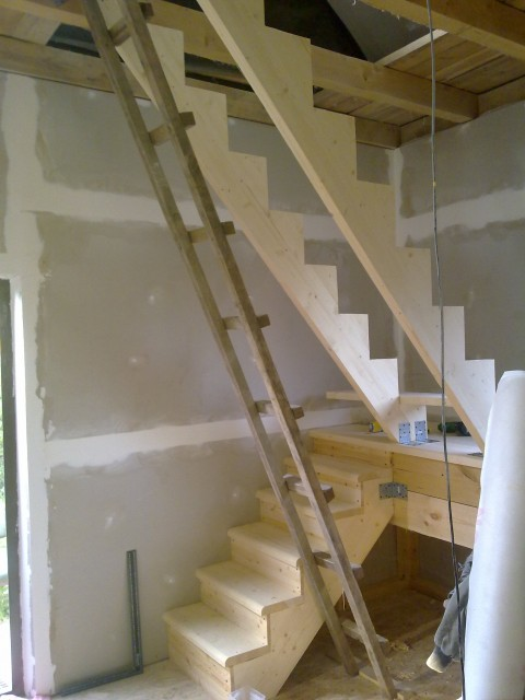 Из чего сделать лестницу на чердак своими