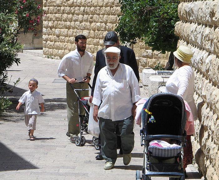 Еврейская семья в субботу. Иерусалим