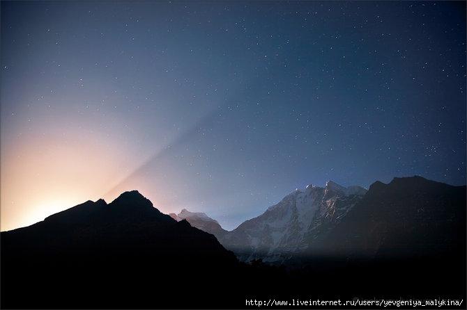 Гималаи.Восход полной Луна над Гималаями (670x446, 90Kb)