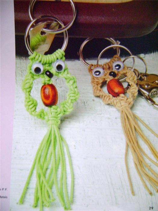 Хорошенькие совы в технике макраме.  Брелки, подвески, елочные игрушки.  Очень просто, сделает даже ребенок...