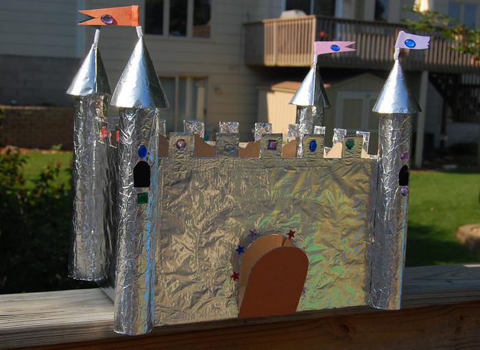 Замок из коробки своими руками фото
