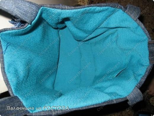 Подкладку сшила из тонкой шерстяной ткани еще советский времен.Пришила её вручную.С молнией я побоялась связываться. .