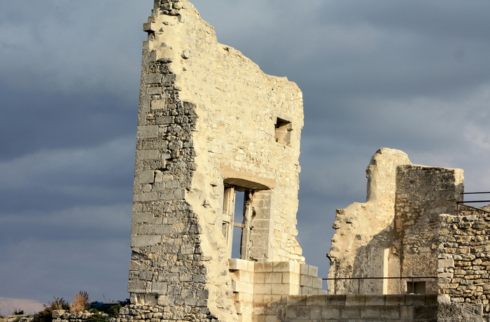 All sizes  Ruines prestigieuses, Lacoste, Provence.  Flickr - Photo Sharing! (700x460, 712Kb)