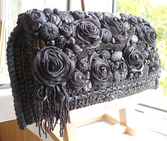 Вязанные сумочки из атласных лент.