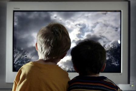 дети и телевизор (448x299, 32Kb)