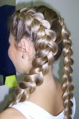 Как плести косички на средней длины волосы.