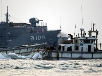 Жёлтое море - лодка с беженцами (340x255, 25Kb)