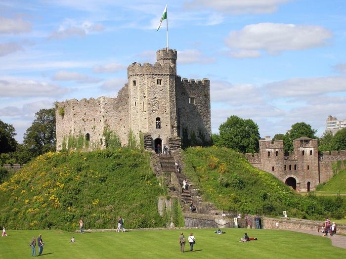 800px-Кардиффский_замок,_Уэльс (700x524, 168Kb)