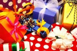 Топ 5 самых бесполезных новогодних подарков/1320587324_podarki (250x167, 47Kb)