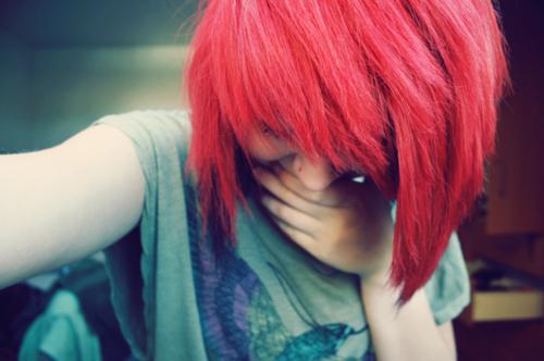 Фото девушки с красными волосами