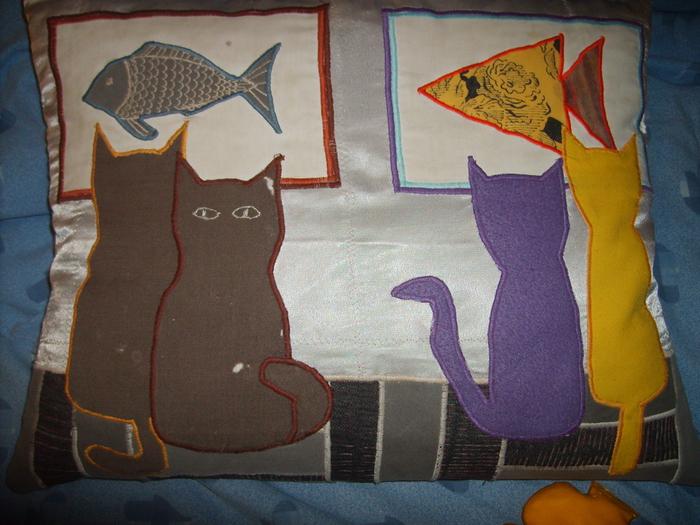 Кошки и рыбки2 (700x525, 260Kb)