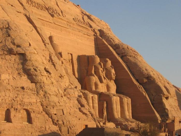 799px-Закат_солнца_в_Абу-Симбел,_Египет (700x524, 136Kb)