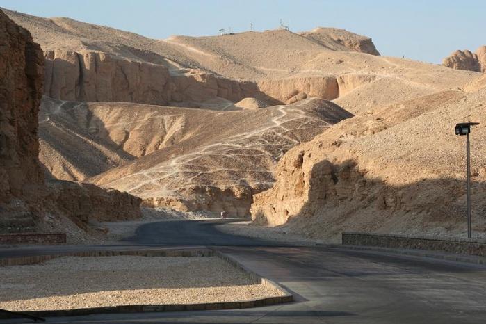 800px-Долина_царей,_Луксор,_Египет (700x466, 139Kb)