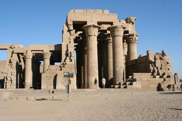 800px-Египет,_храм_в_Ком-Омбо (700x466, 121Kb)