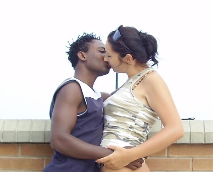 Белые целуются с неграми фото 60-422