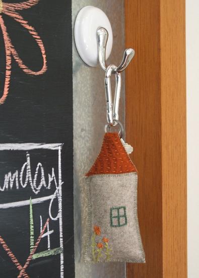 Little house keychain (395x550, 195Kb)