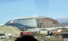Это знаменитая Капля - огромная ледовая арена под куполом (227x139, 64Kb)