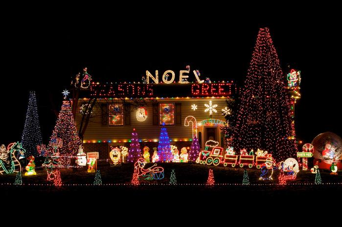 fiedler-house-christmas-lights-2 (700x465, 191Kb)