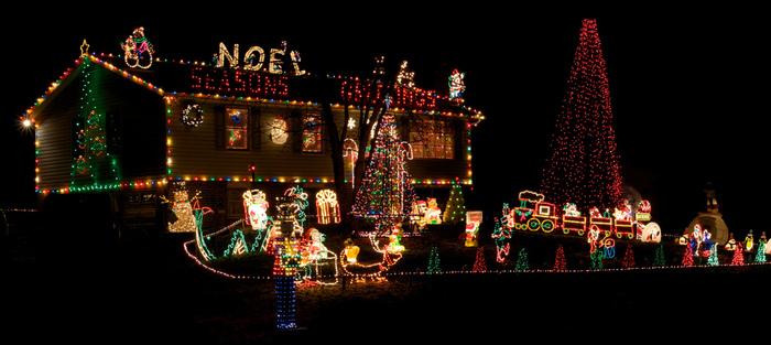fiedler-house-christmas-lights-4 (700x313, 135Kb)