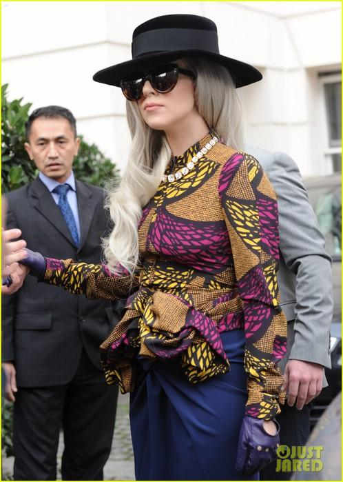 lady-gaga-burberry-prorsum-outfit-02 (498x700, 99Kb)