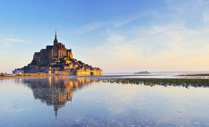 800px-Монастырь_Сен-Мишель,_Франция (700x428, 83Kb)
