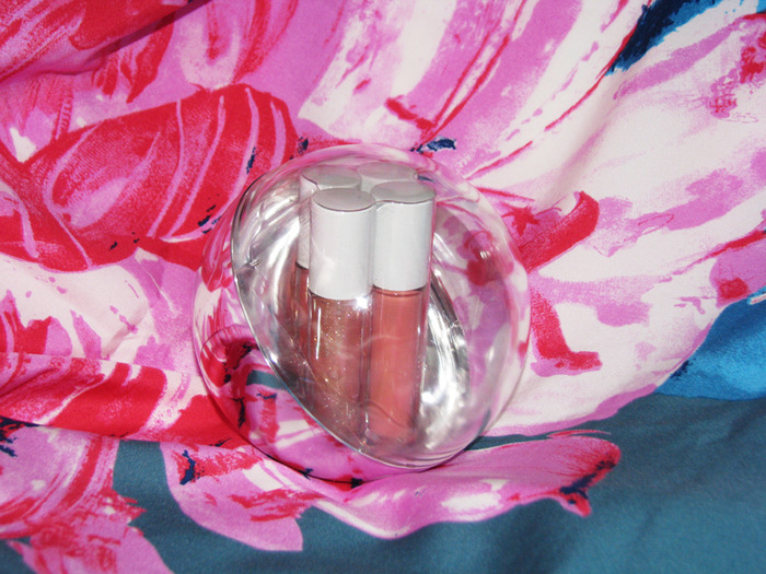 MAC Holiday 2011-2012 dazzlesphere! coral ornament/3388503_MAC_Holiday_20112012_dazzlesphere_coral_ornament_2 (700x525, 162Kb)