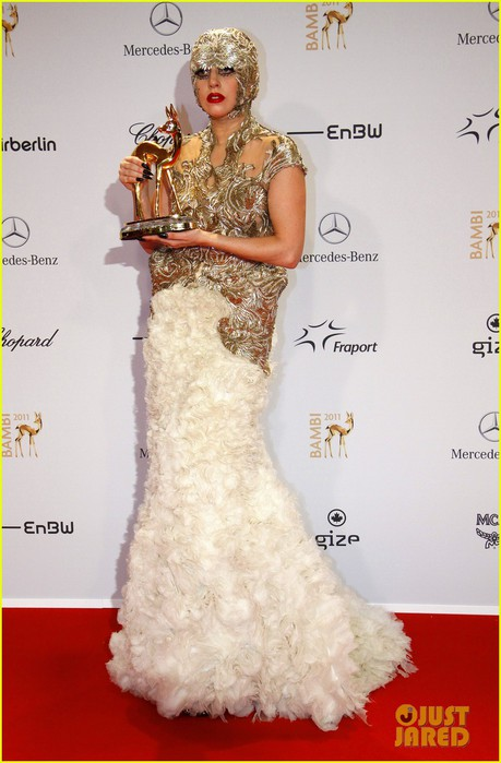 lady-gaga-bambi-awards-in-germany-11 (459x700, 75Kb)