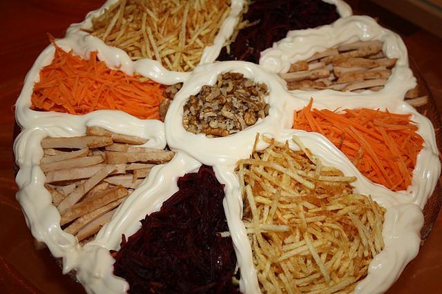 Салат с картошкой фри и свеклой с