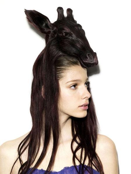 девушка с конем на голове (450x600, 53Kb)
