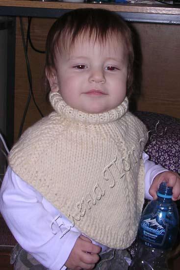 вязание детской манишки спицами.
