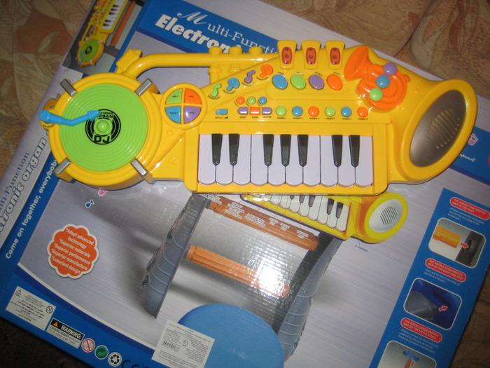 пианино со стульчиком (700x525, 128Kb)